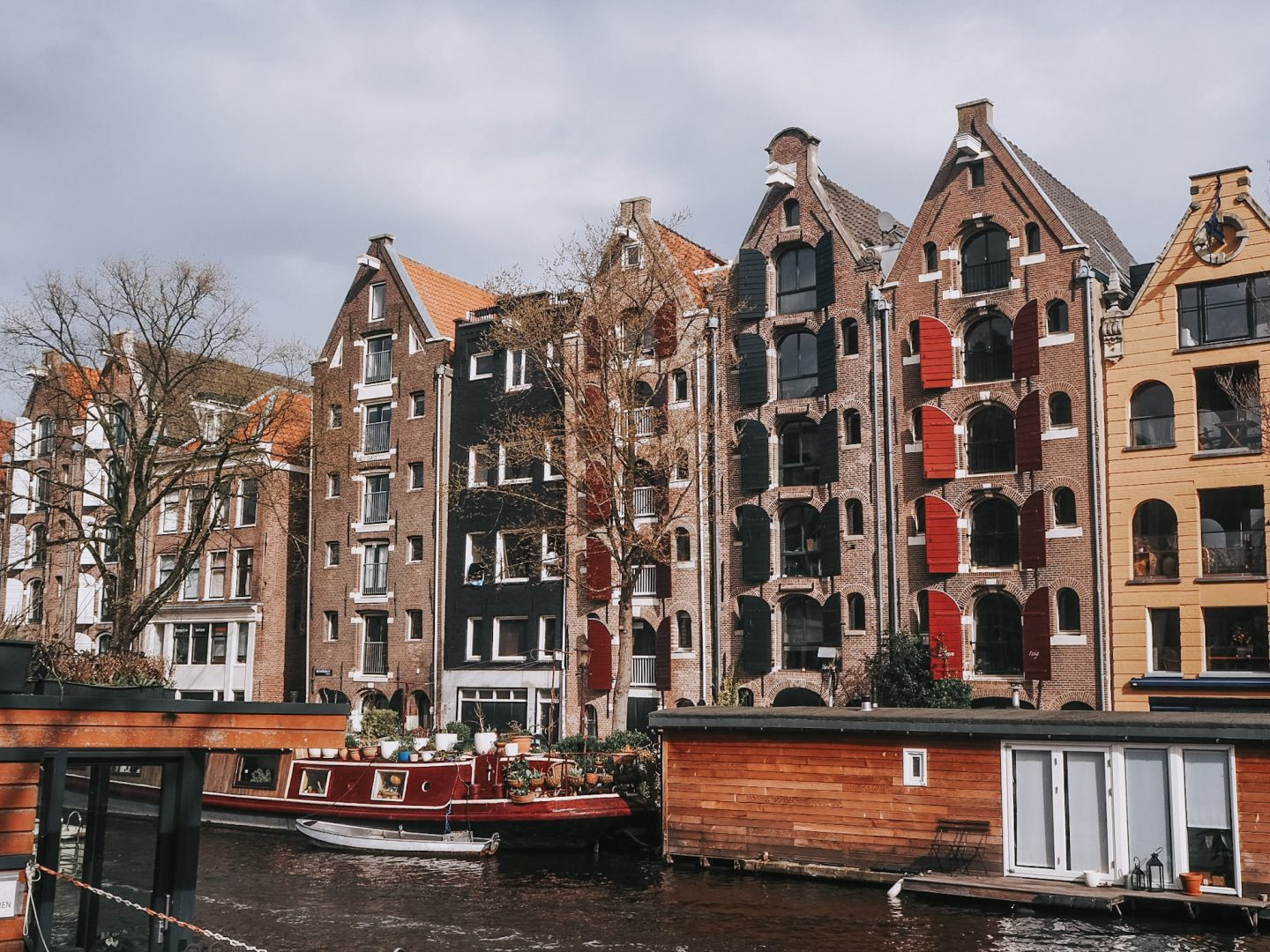 72 Hours In Amsterdam - canal houses